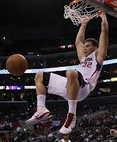 Blake Griffin dunking