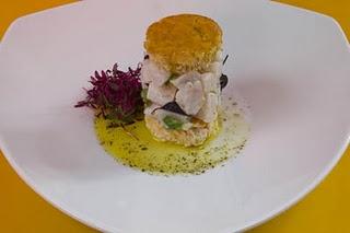 Sopa de plátano frito con sardina frita y queso