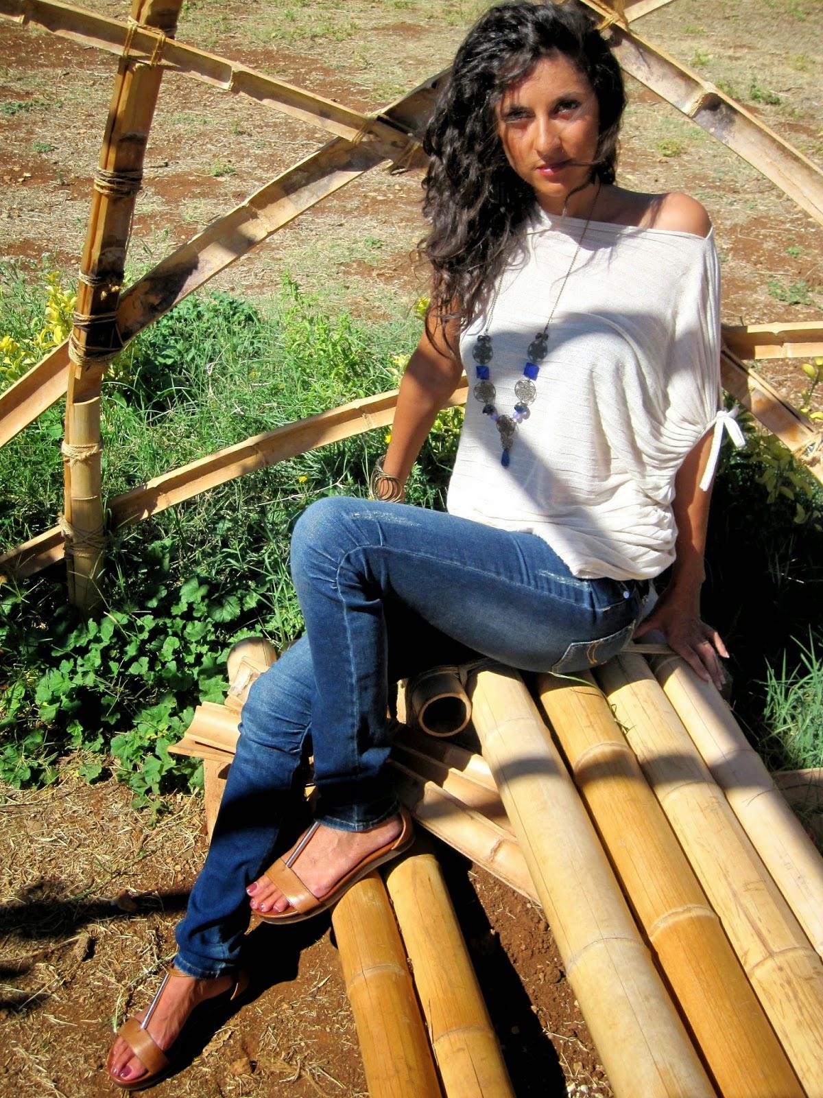 la-sciarpa-viola-parco-sicily-maglia-beige-jeans
