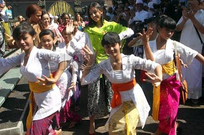 Balinese dance, balinese art, balinese culture, Pura Besakih architecture