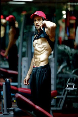 Hrithik Roshan Shirtless Pics, Hrithik Roshan's Unseen Exercising Gym Photos With His personal Gym Trainer Body Building Pics hd pics