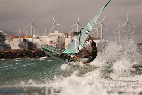 backside tail slide windsurfing