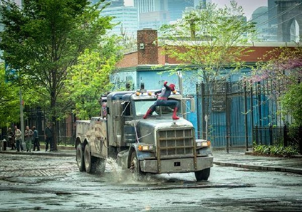 "Spidey vs Rhino en  ""The Amazing Spider-Man: EL poder de Electro"""