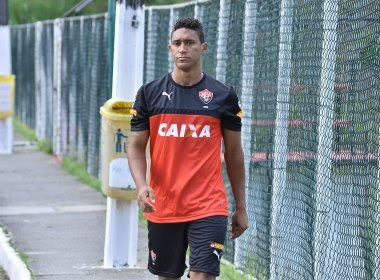 Vitória empresta Leílson para clube português