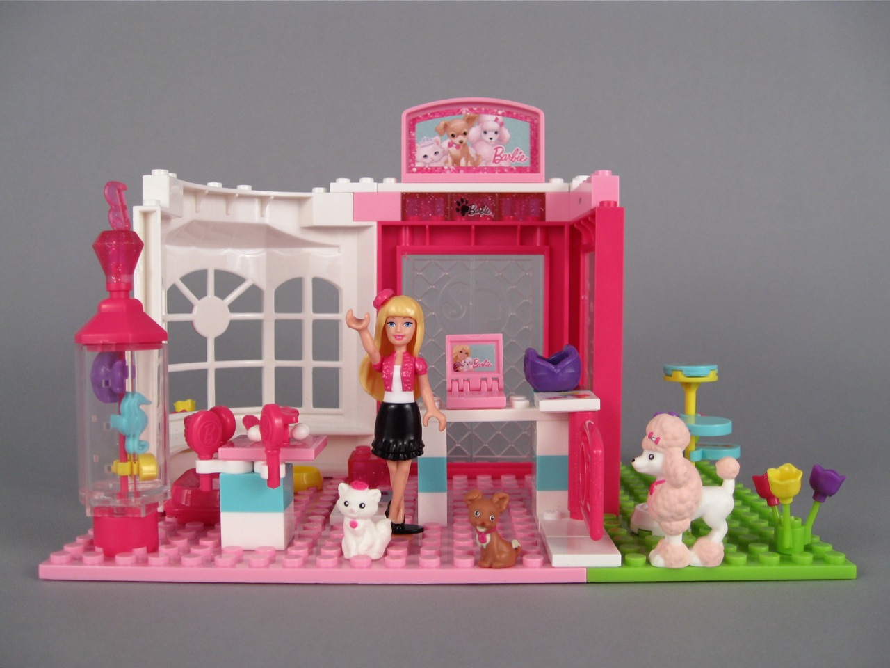Mega Bloks Barbie Fashion Boutique Barbie Doll House Like Lego First here s the Barbie