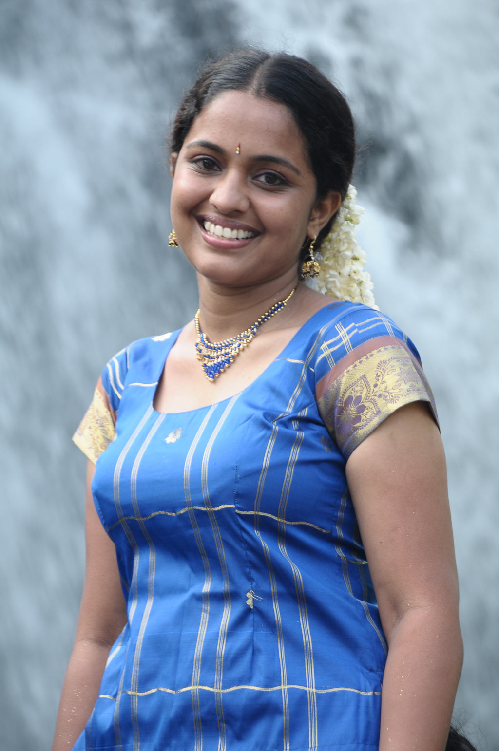 Tamil Hot Actress Brindha Latest Voni Images Gallery ...