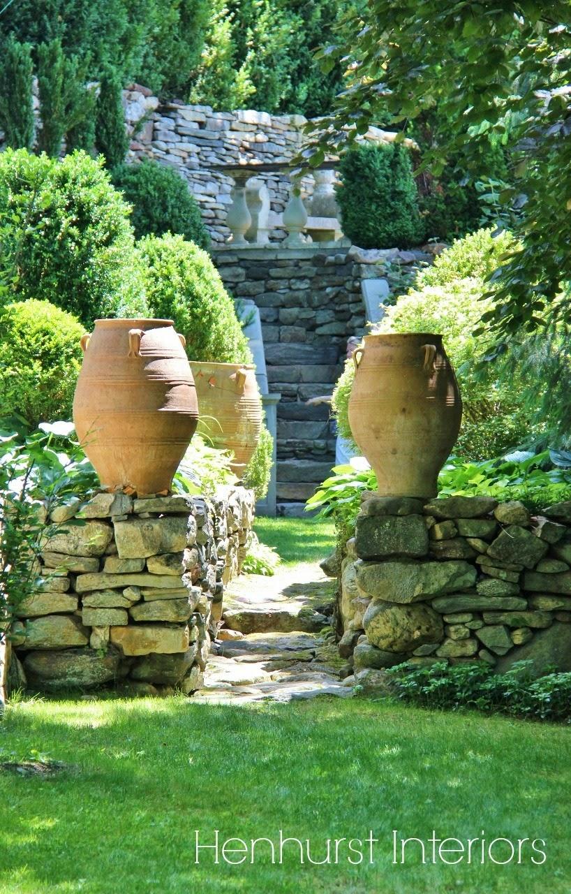 Henhurst an antiquarian 39 s garden for 24543 vantage point terrace