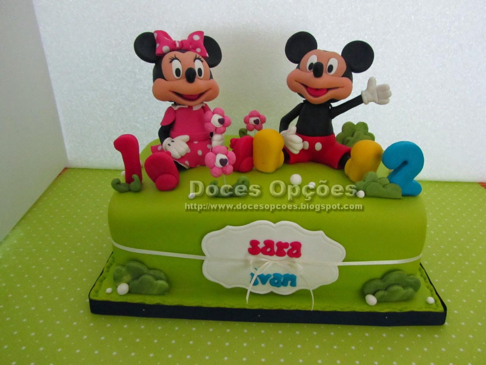 Bolo com a Minnie e o Mickey para o aniversário dos irmãos