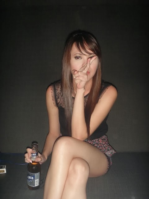 Thick Filipina amateur sprays labia juice all over the