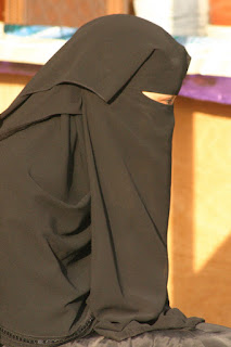 Memakai Burqa