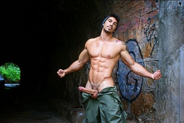 Ну очень голые мужики знаменитости фото 633-32