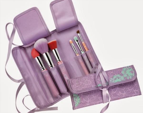 essence bloom me up! tools – brush bag