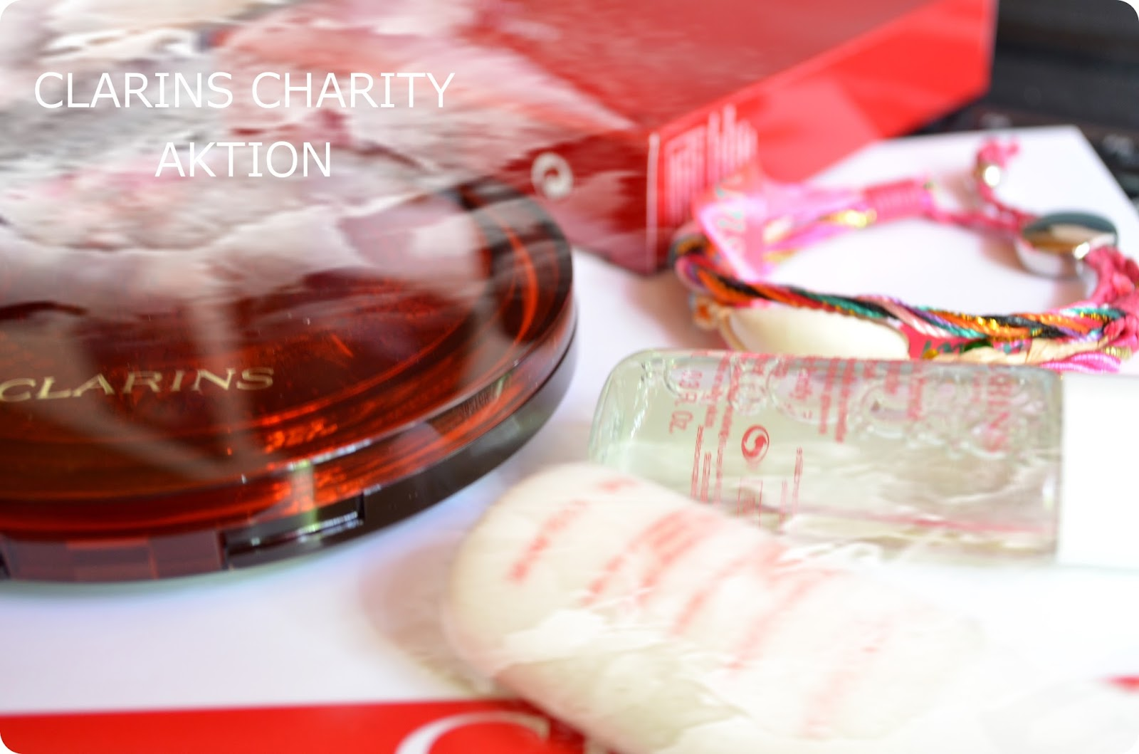 Charity Aktion Clarins und Hipanema.