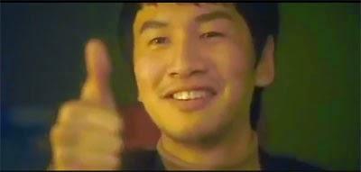 Cha Dae Keun gives a thumbs up.