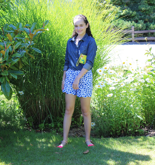 Oscar de la Renta shorts, fashion blogger, FEED chambray shirt, Vera Wang sandals, Kate Spade wristlet, Dogeared necklace, Chanel Le Vernis in Rose Exuberante, OOTD, outfit of the day