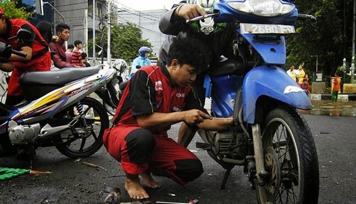 Trik dan Cara Mengatasi / Memperbaiki Motor Mogok