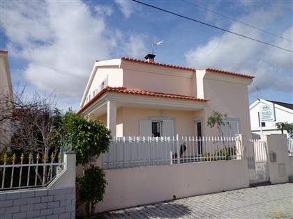 http://www.lardocelar.com/imobiliario/imovel_detalhes.jsp?id=3370847