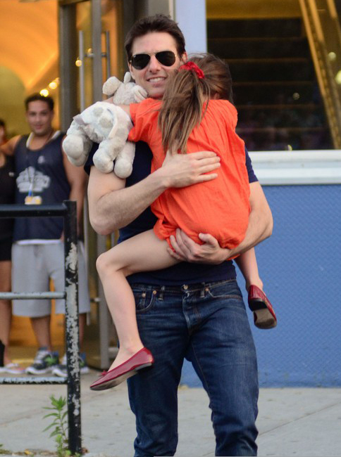 "Tom Cruise Wants A ""Normal Life"" For Suri » Gossip 