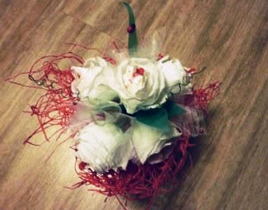 Розы из бумаги и конфет своими руками