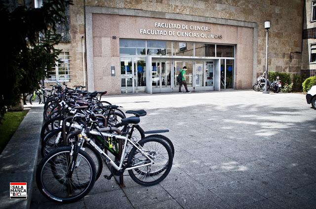 a la universidad en bicicleta