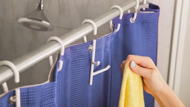 Marzua su ba o es muy peque o cuelgue las cosas en la for Colgar toallas ducha
