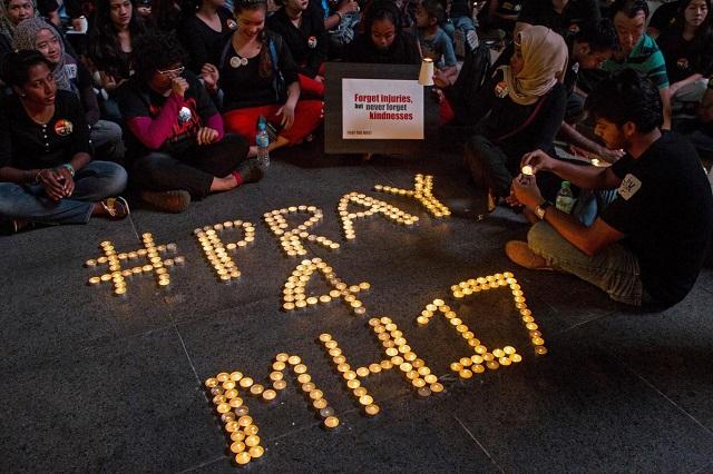 #Pray4MH17
