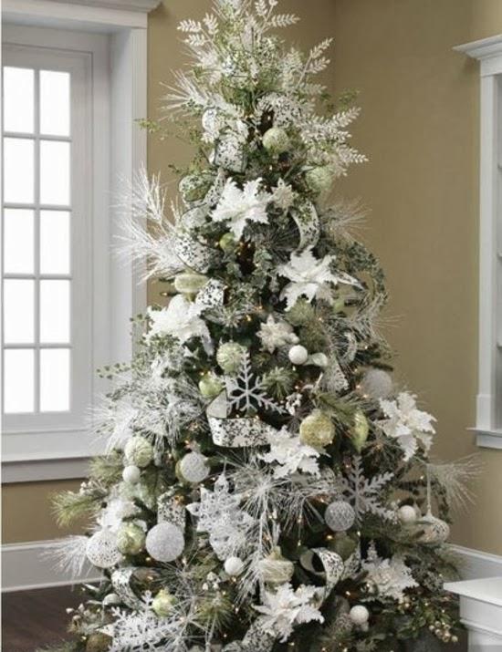 Un rbol de navidad blanco colores en casa - Decoracion arbol navideno ...