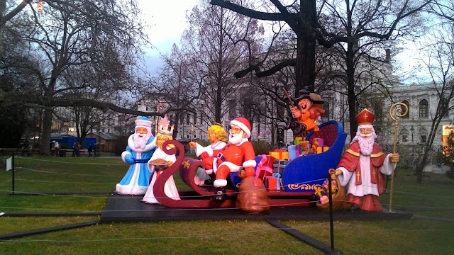 Jarmark świąteczny na Rathausplatz