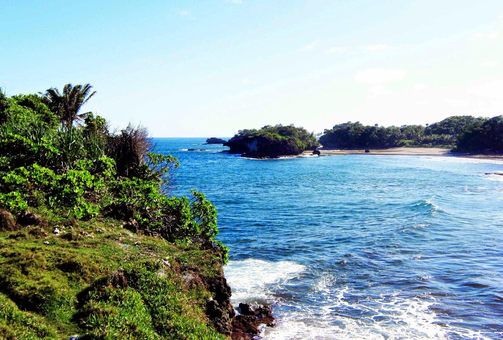panorama alam pantai madasari