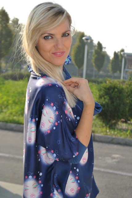 mariafelicia magno fashion blogger ragazze bionde blondie blonde hair blonde girls occhi blu ragazze bionde occhi azzurri outfit maglia in seta stampata maglia fattori fattori abbigliamento come abbinare una maglia stampata silk shirt how to wear silk shirt how to combine silk shirt fattori silk shirt  outfit casual invernali outfit da giorno invernale outfit dicembre 2015 december outfit casual winter outfit mariafelicia magno fashion blogger colorblock by felym fashion blog italiani fashion blogger italiane blog di moda blogger italiane di moda fashion blogger bergamo fashion blogger milano fashion bloggers italy italian fashion bloggers influencer italiane italian influencer