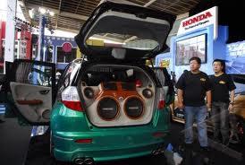 Mobil Honda Jazz Modifikasi sound system