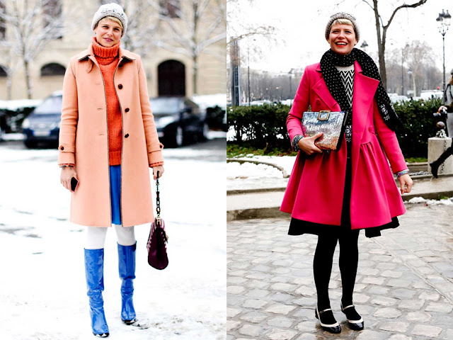 Street Style con abrigo rosa y mandarina, con complementos azul eléctrico y negro.
