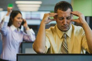 Cara Mengatasi Kebisingan Diruang Kantor Terbuka
