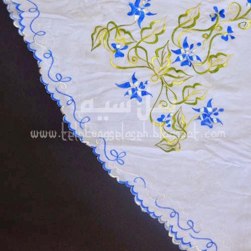 Telekung Vietnam bunga biru royal-putih / daun hijau-kuning sulam sisi