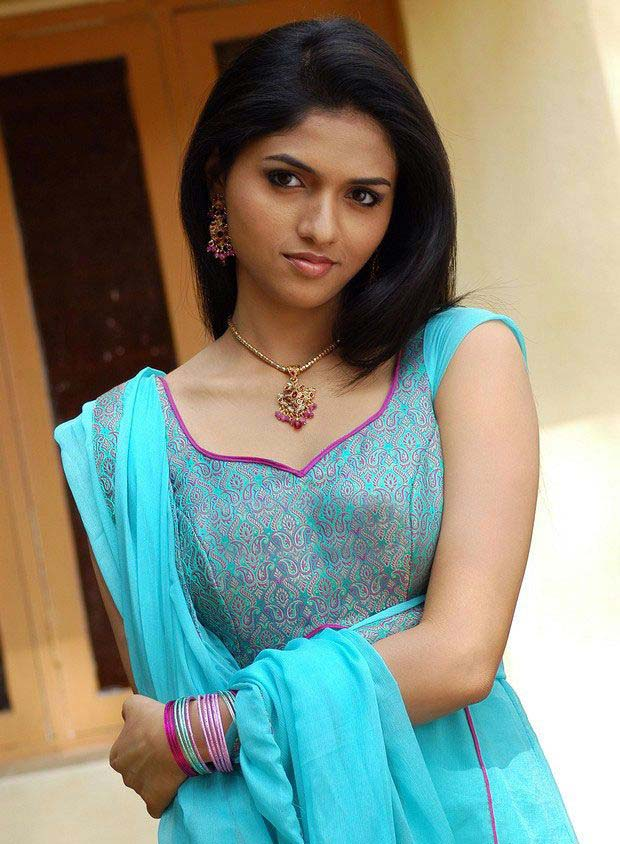 actress images tamil. Tamil Actress Sunaina Photo Gallery
