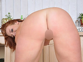 Lindsey_in a kitchen_3