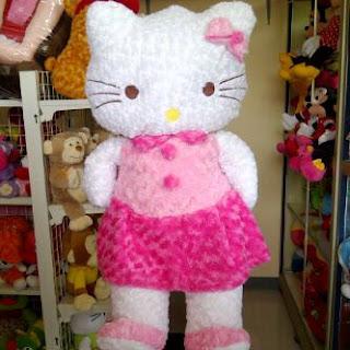 Boneka hello kitty berukuran besar