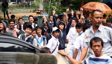 Kronologi Tawuran Siswa Sma 6 Dengan Sma 70 [ www.BlogApaAja.com ]