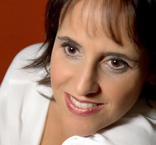 Claudia Ramos se apresenta no Godofredo Rio