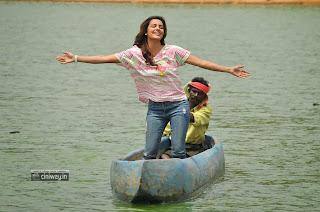 Vanakkam-Chennai-Heroine-Priya-Anand-Stills