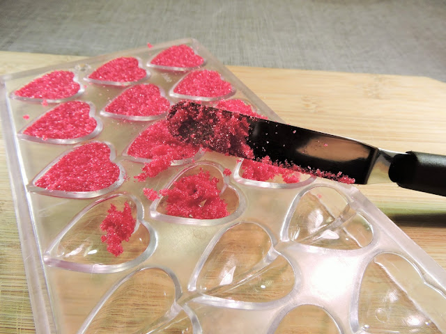 moulage de Coeurs en sucre coloré pour la Saint-Valentin