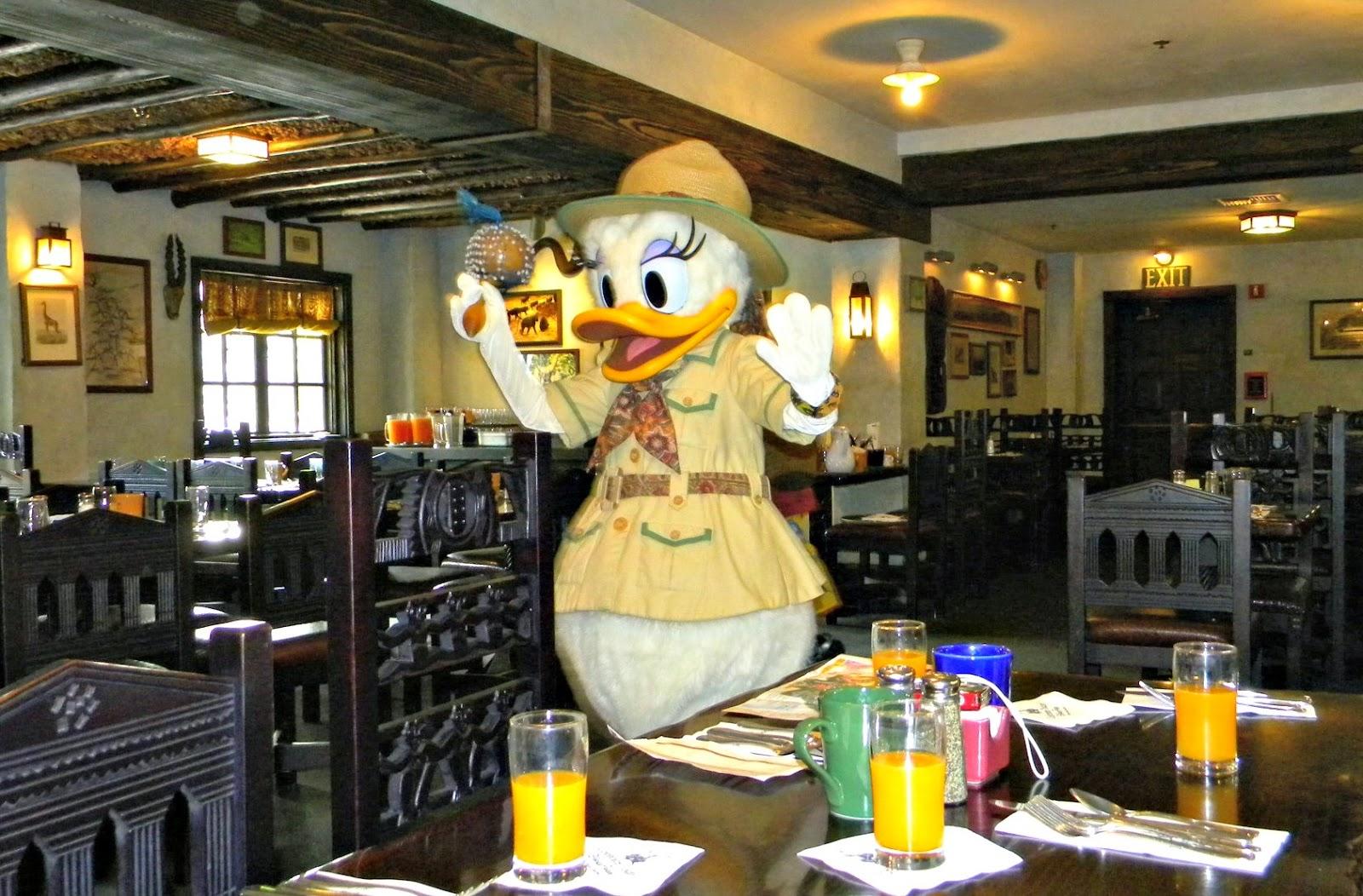 Encontro com os personagens no Restaurante Tusker House na Disney em Orlando