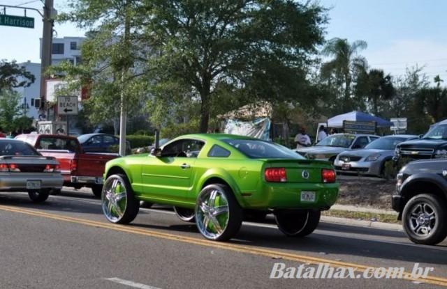 Ford Mustang com rodas aro 30 polegadas