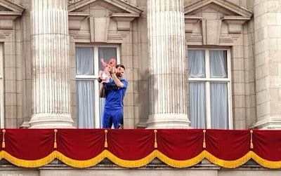 John Terry - The Royal Baby Photobomb! John Terry, Photobomb, celebartion, Wills, Kate, Prince William, George Alexander Louis,