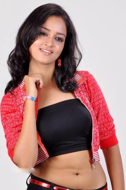 Shanvi  clevage
