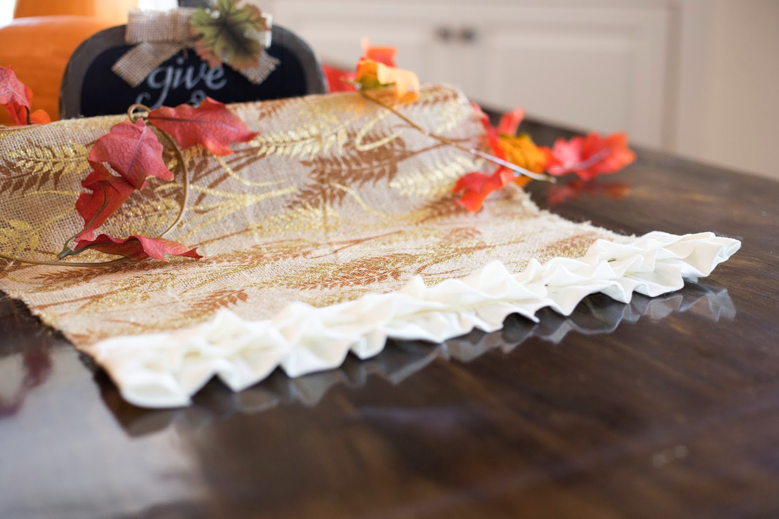 Do it yourself divas diy no sew thanksgiving burlap table runner be sure to follow us on instagram for more fun diy projects diydivas2 heres what i did solutioingenieria Image collections