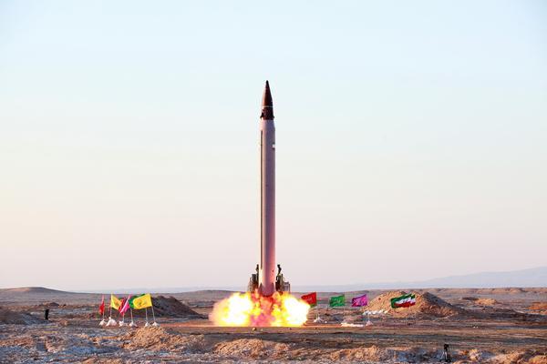 Iran - Página 39 Pictures%2Bof%2Bthe%2Bmoment%2Bwhen%2BIran%2527s%2Bnew%2Bballistic%2Bmissile%2B2