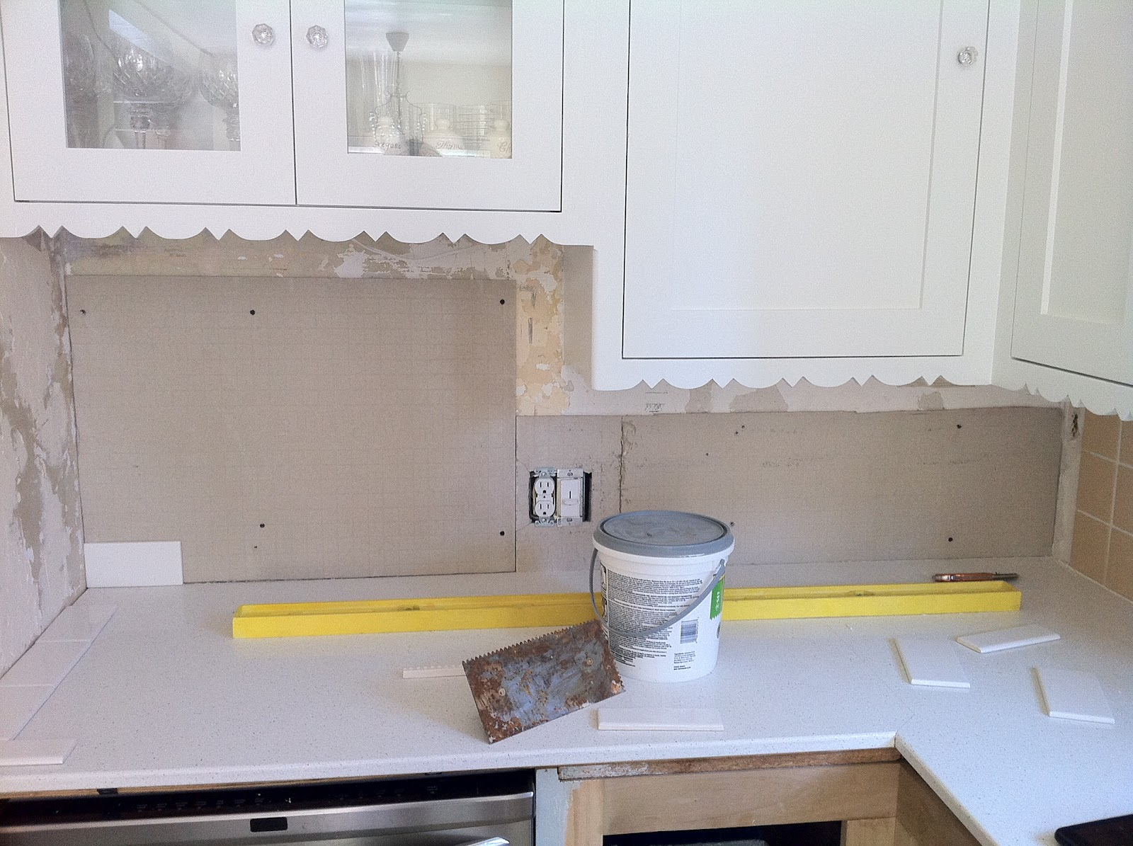 Tiling the kitchen backsplash my fifties kitchen redo wall repair and backer board installation dailygadgetfo Images