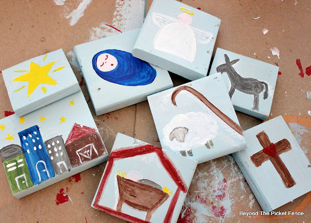 story blocks, Christmas, DIY, Jesus, manger, nativity, paint, pallet, http://bec4-beyondthepicketfence.blogspot.com/2015/11/12-days-of-christmas-day-3-christmas.html