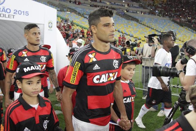 Elogiado por Cristóvão após sua estreia, Ederson pode seguir no time mesmo com retorno de Guerrero (Foto: Gilvan de Souza/CRF)